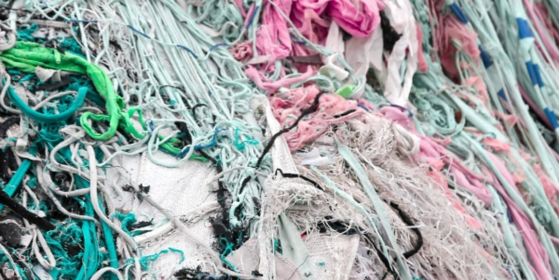 Manufacturing oil-absorbent rugs from used textiles