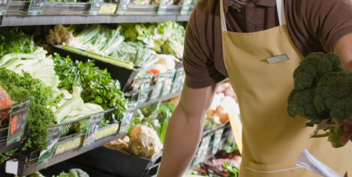 Supermarket reduces food waste by selection management